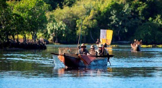 Boat to Lokaro