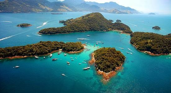 Lagoa Azul is one of the main points for snorkeling in Ilha Grande. It is famous for its blue water and for its great diversity of marine life.